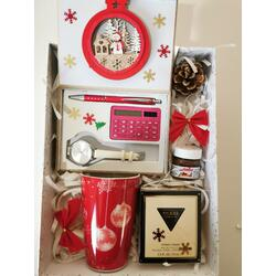 SET CADOU PARFUM GUESS 75 ML + SET CEAS DAMA, CALCULATOR, PIX + CANA CRACIUN + DECORATIUNI